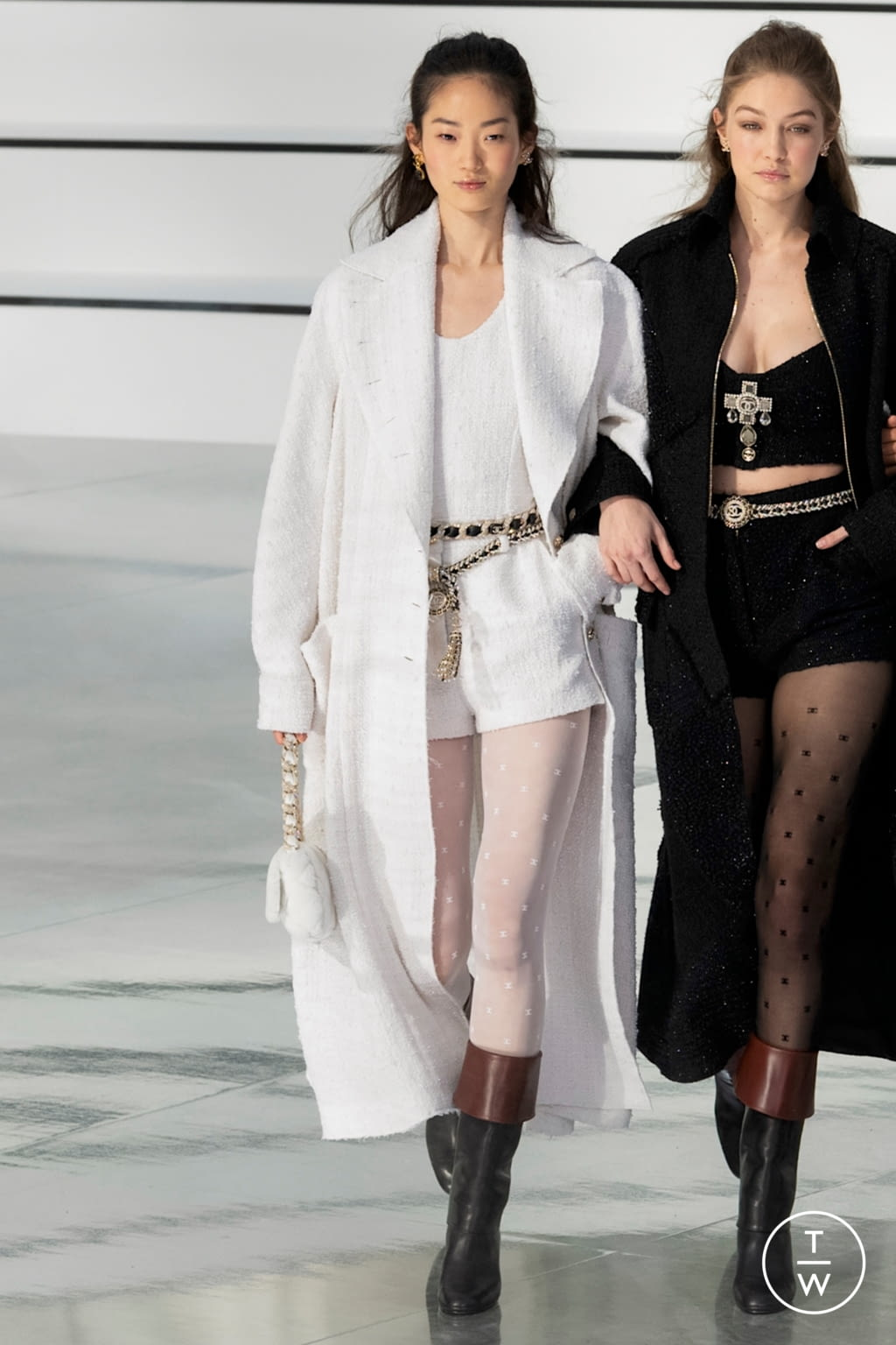Fashion Week Paris Fall/Winter 2020 look 70 from the Chanel collection womenswear