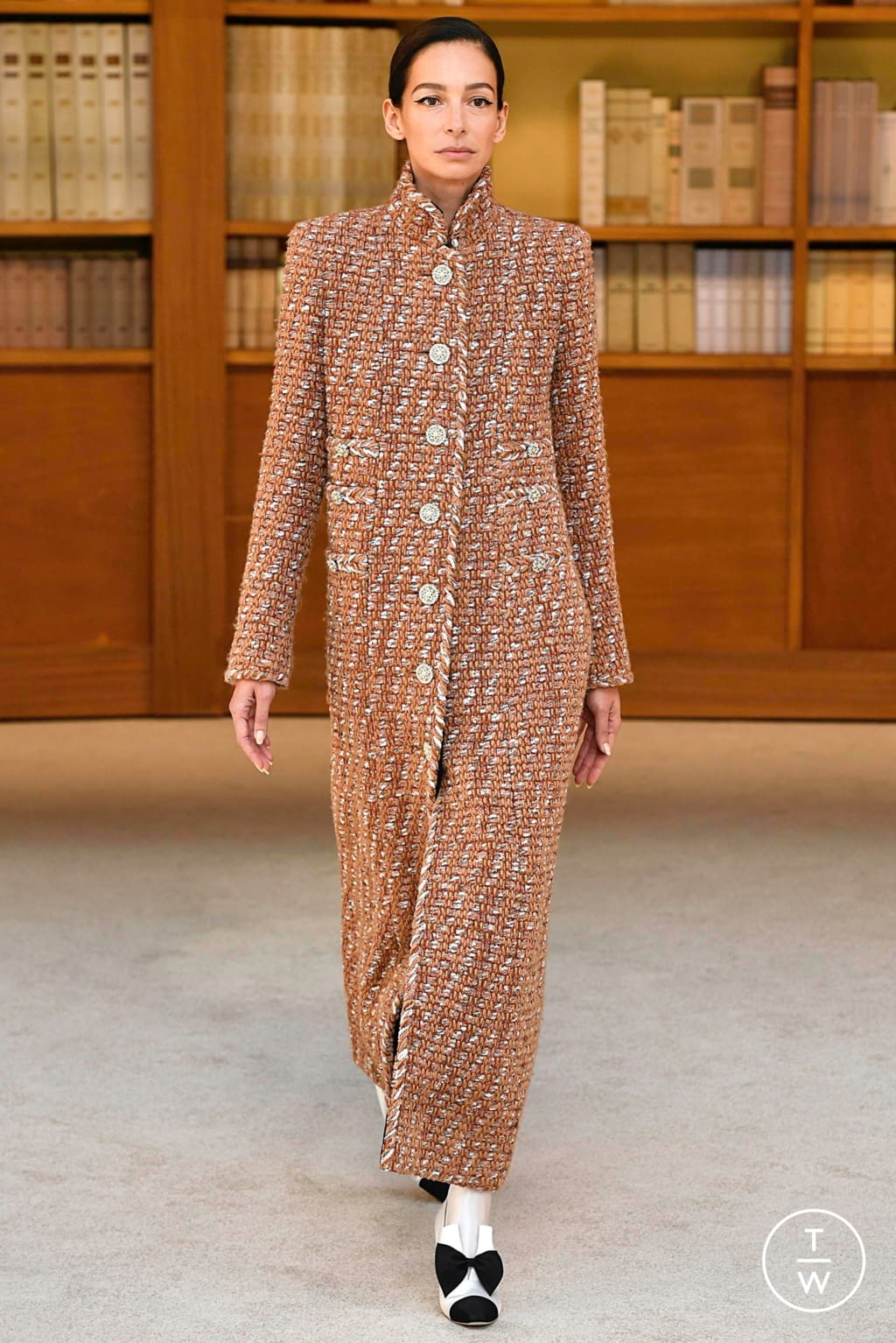 Fashion Week Paris Fall/Winter 2019 look 2 from the Chanel collection couture