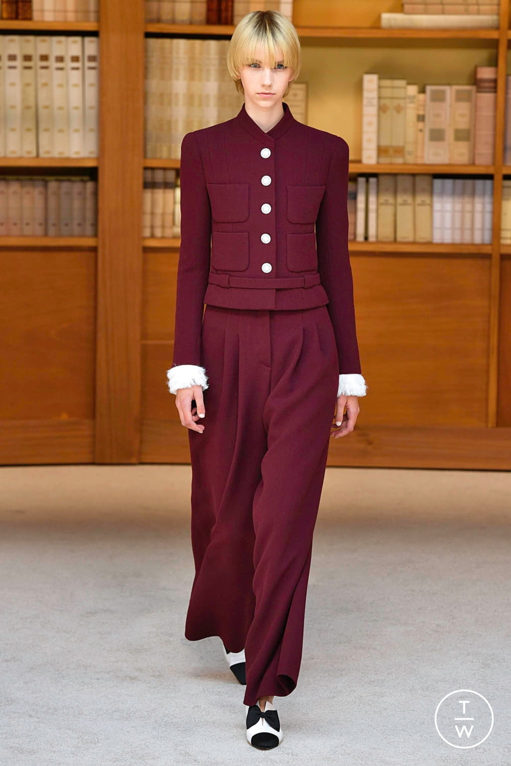 Fashion Week Paris Fall/Winter 2019 look 6 from the Chanel collection couture