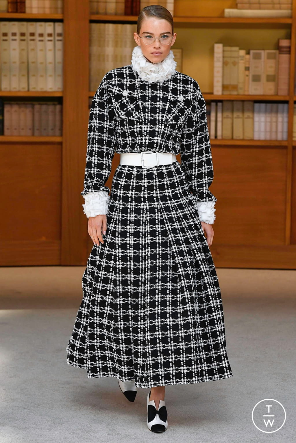 Fashion Week Paris Fall/Winter 2019 look 12 from the Chanel collection 高级定制