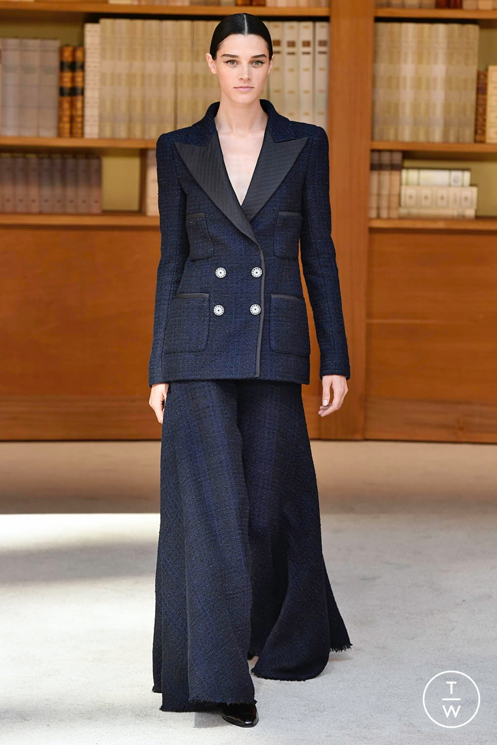 Fashion Week Paris Fall/Winter 2019 look 15 from the Chanel collection couture