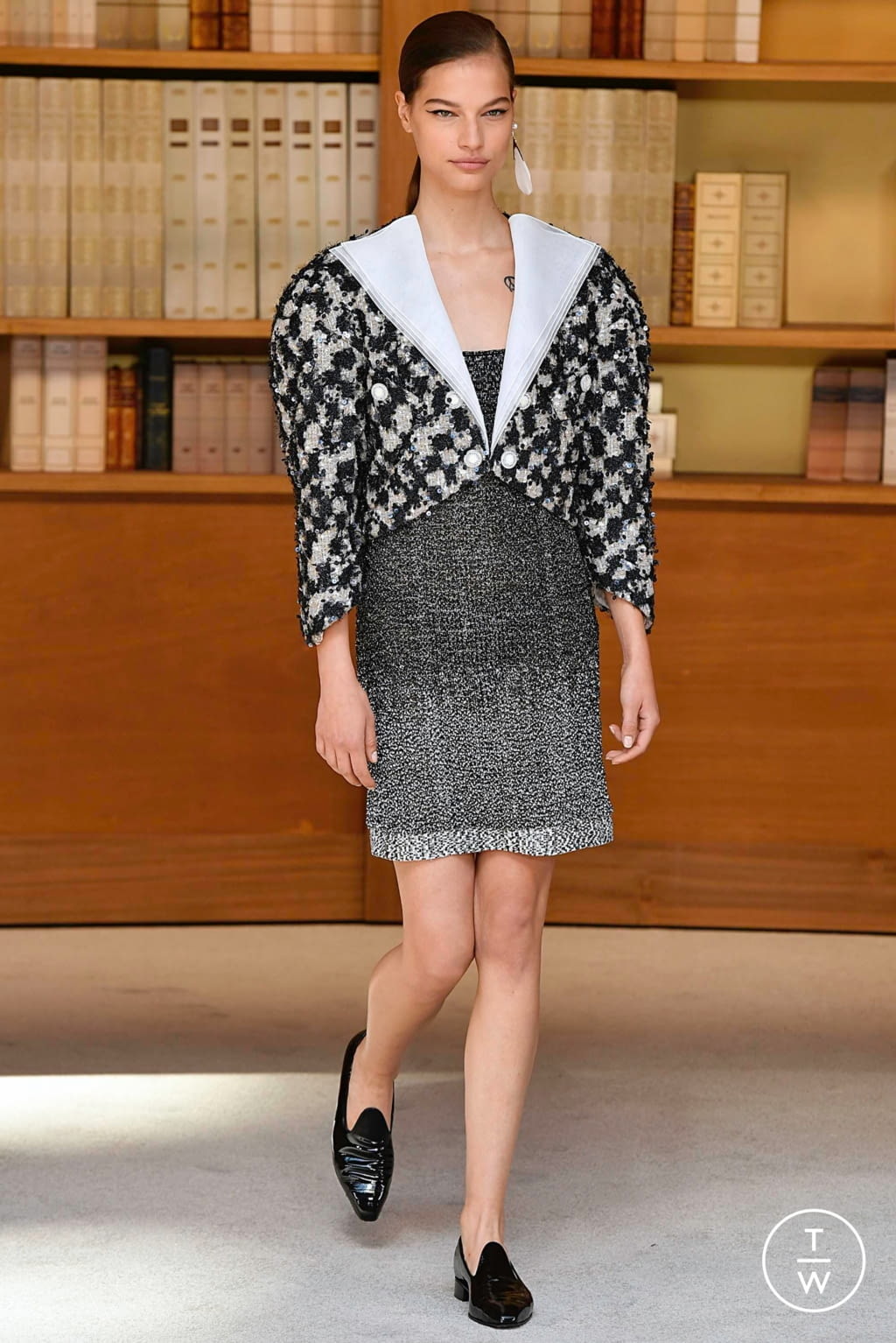 Fashion Week Paris Fall/Winter 2019 look 19 from the Chanel collection couture
