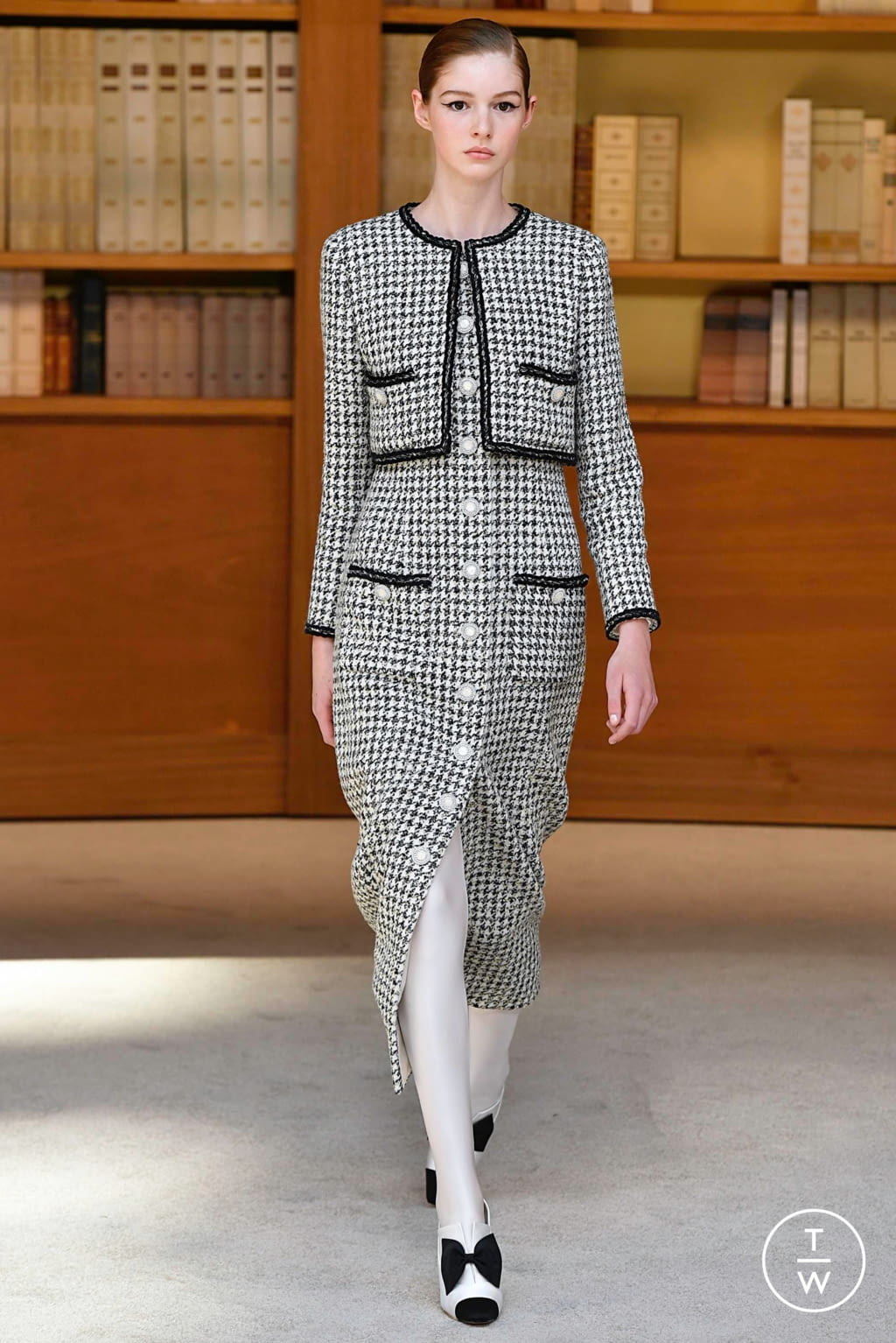 Fashion Week Paris Fall/Winter 2019 look 23 from the Chanel collection couture