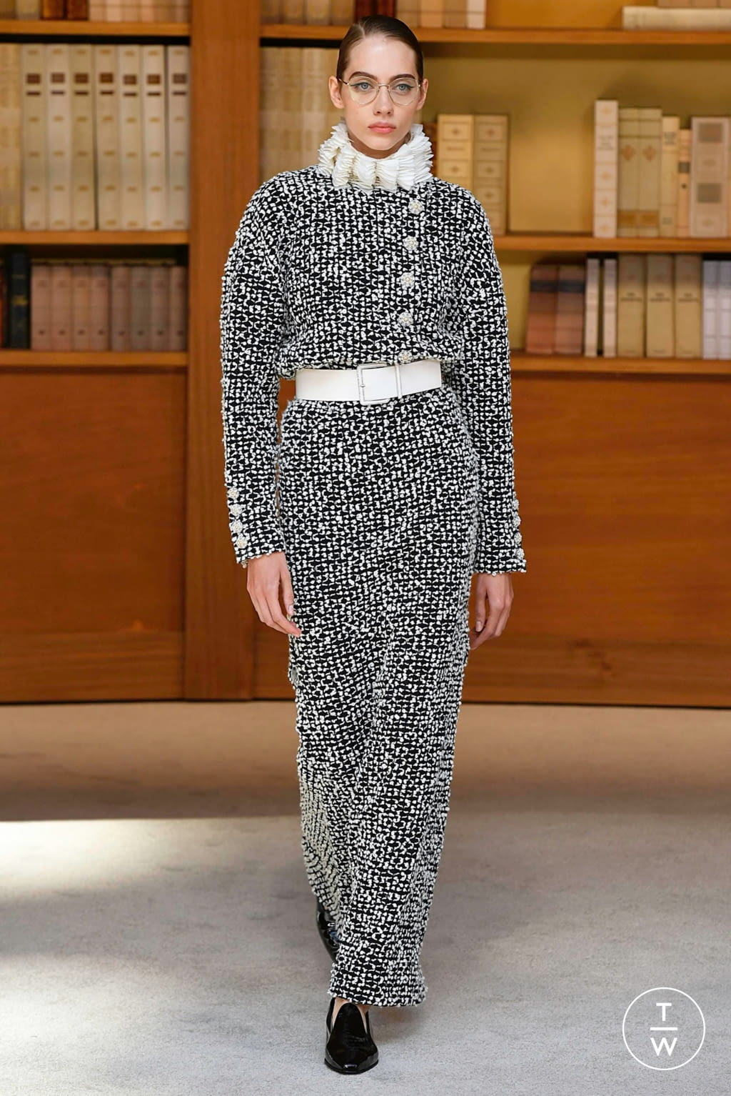 Fashion Week Paris Fall/Winter 2019 look 24 from the Chanel collection couture