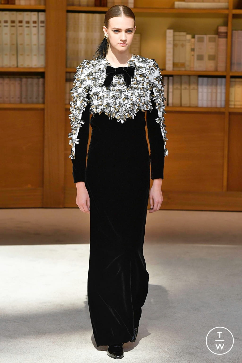 Fashion Week Paris Fall/Winter 2019 look 58 from the Chanel collection couture