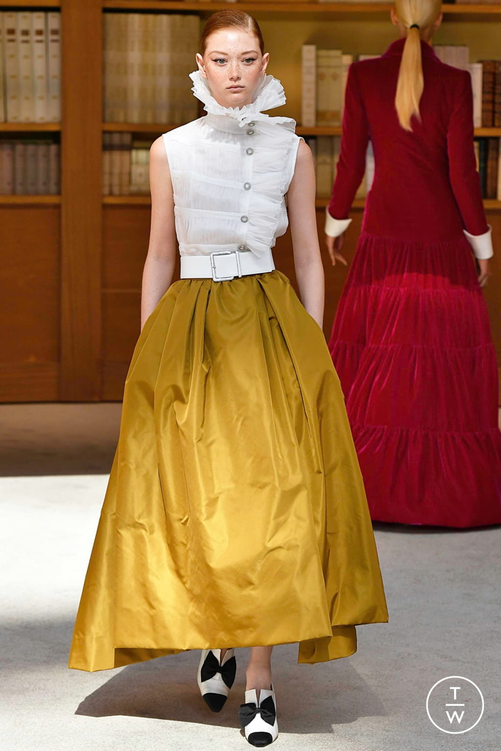 Fashion Week Paris Fall/Winter 2019 look 61 from the Chanel collection 高级定制