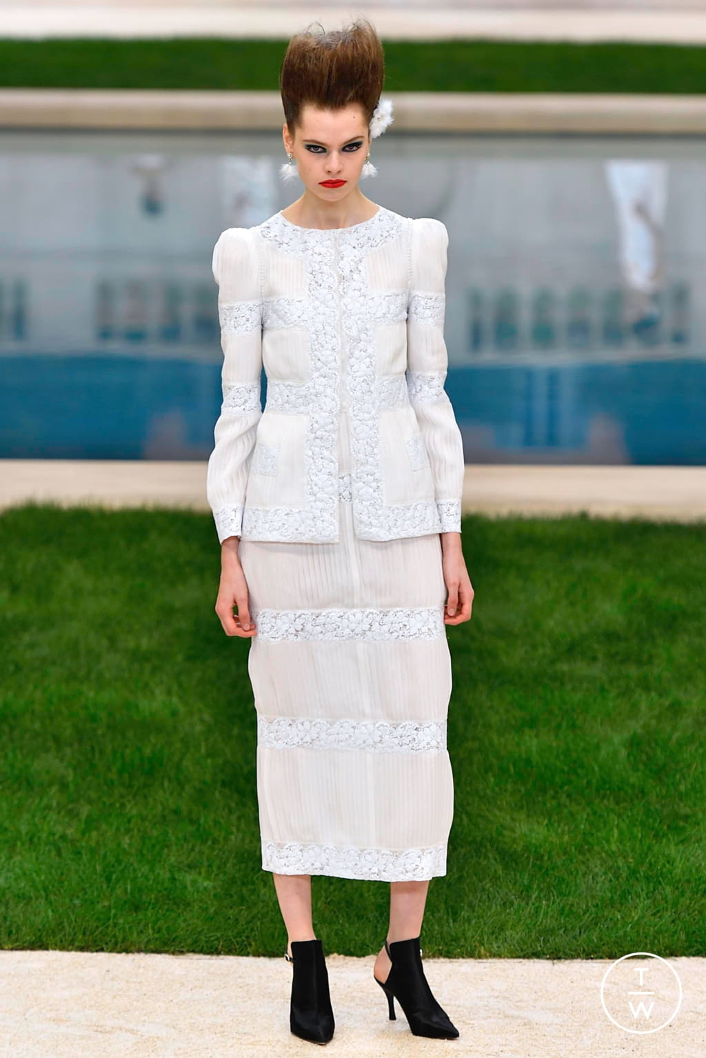 Fashion Week Paris Spring/Summer 2019 look 39 from the Chanel collection couture