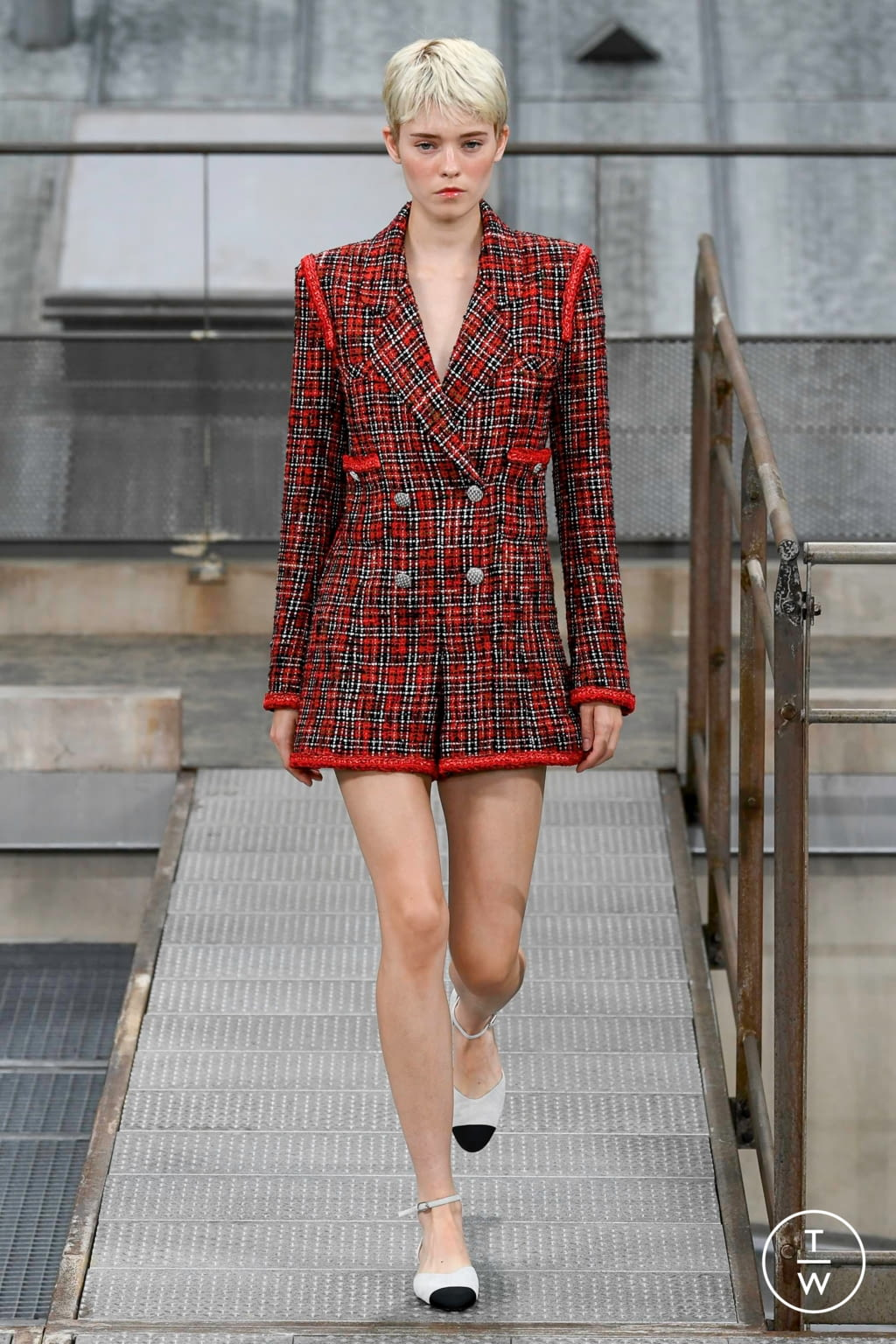 Fashion Week Paris Spring/Summer 2020 look 1 de la collection Chanel womenswear