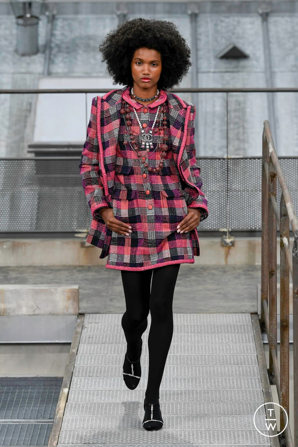 Fashion Week Paris Spring/Summer 2020 look 10 from the Chanel collection womenswear