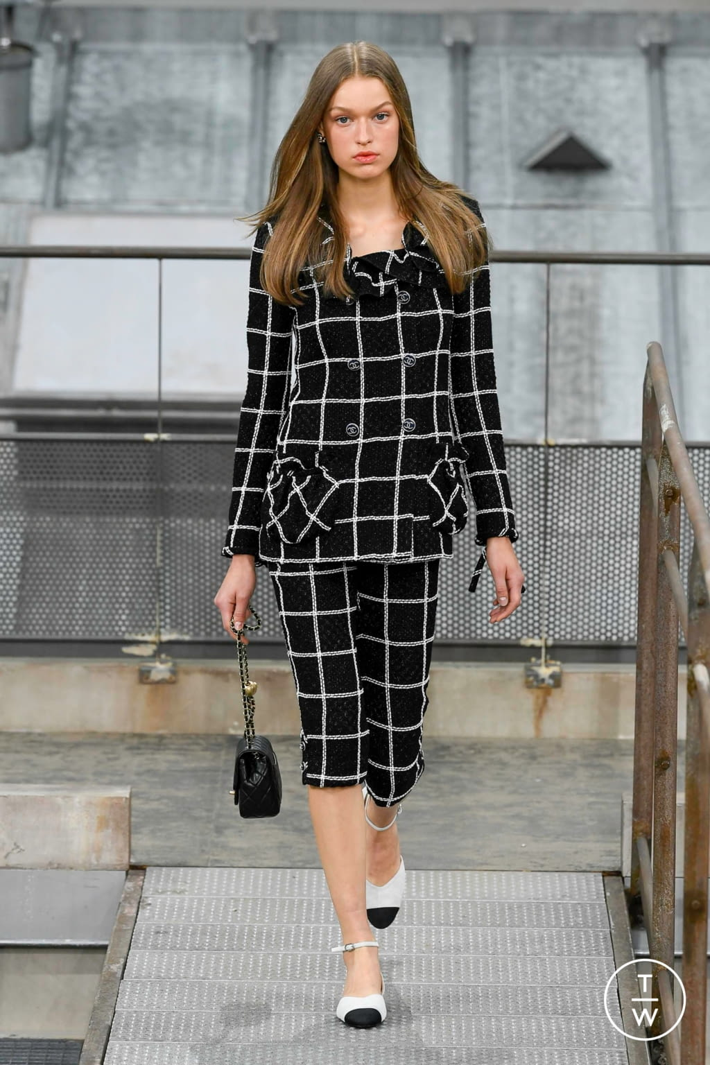 Fashion Week Paris Spring/Summer 2020 look 13 from the Chanel collection womenswear