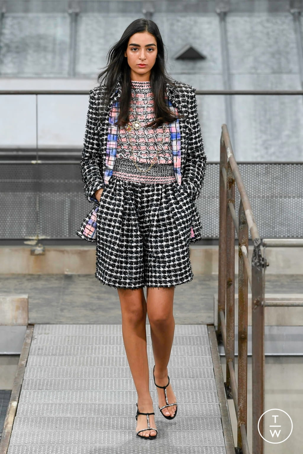 Fashion Week Paris Spring/Summer 2020 look 15 from the Chanel collection 女装