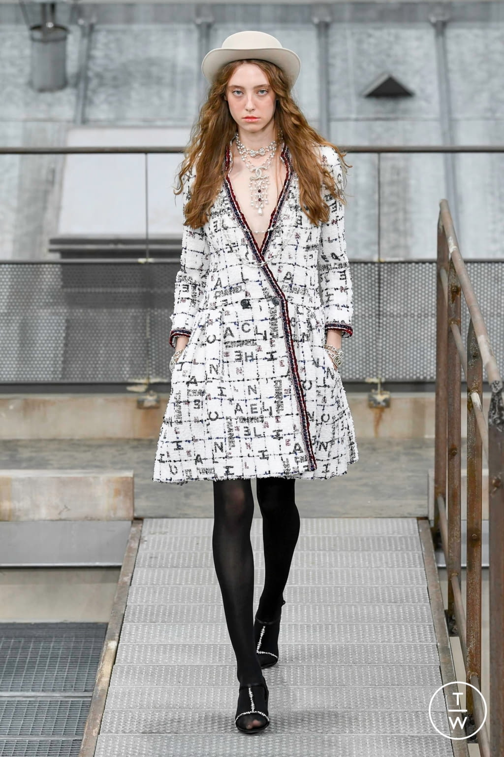Fashion Week Paris Spring/Summer 2020 look 18 from the Chanel collection womenswear