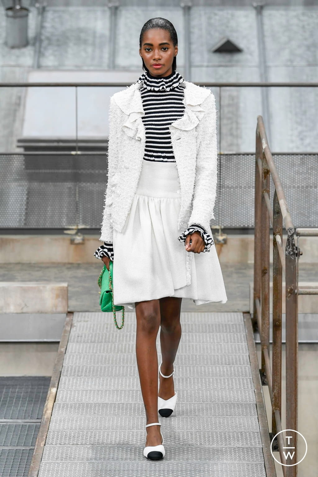 Fashion Week Paris Spring/Summer 2020 look 23 from the Chanel collection womenswear
