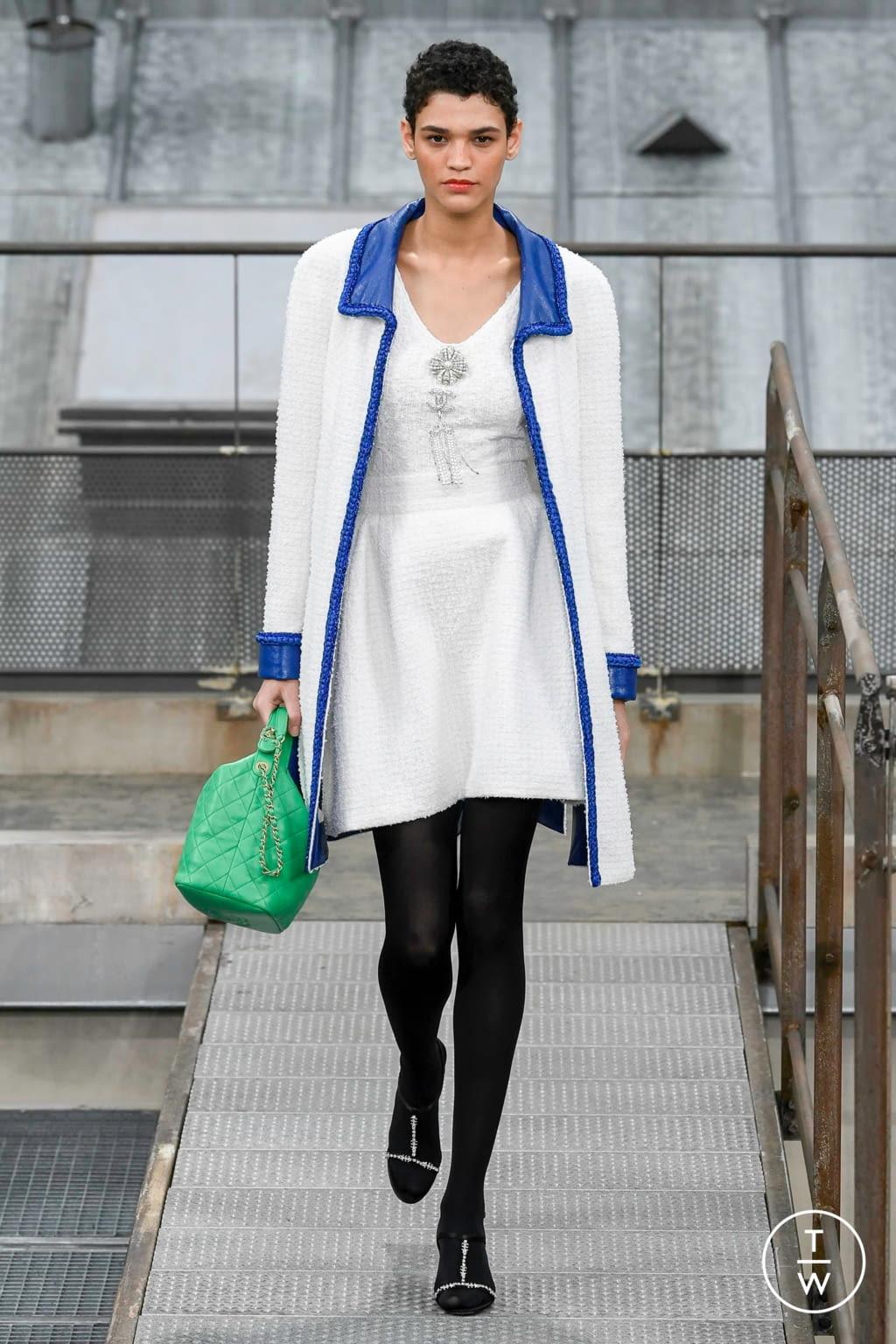Fashion Week Paris Spring/Summer 2020 look 24 de la collection Chanel womenswear