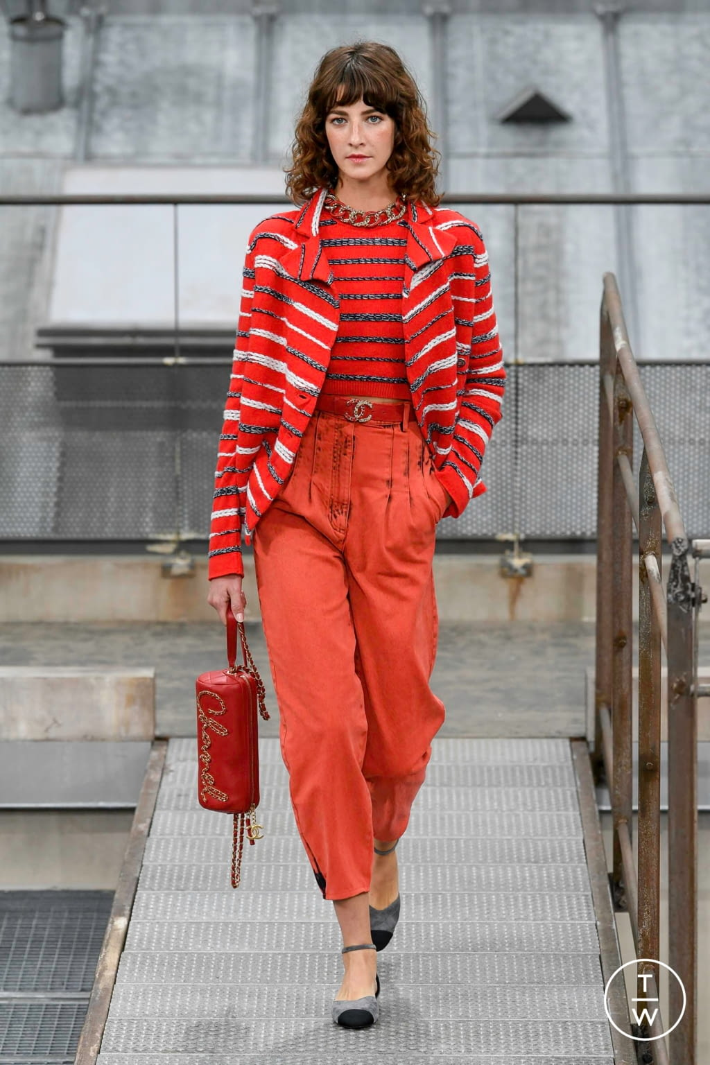 Fashion Week Paris Spring/Summer 2020 look 35 from the Chanel collection womenswear