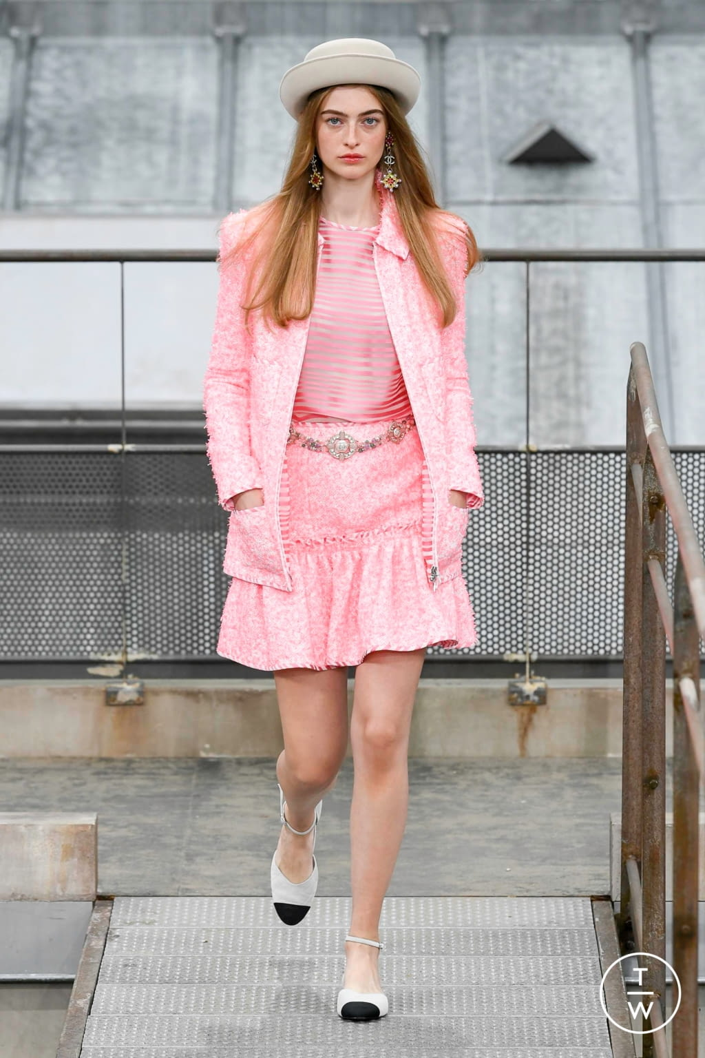 Fashion Week Paris Spring/Summer 2020 look 47 from the Chanel collection womenswear