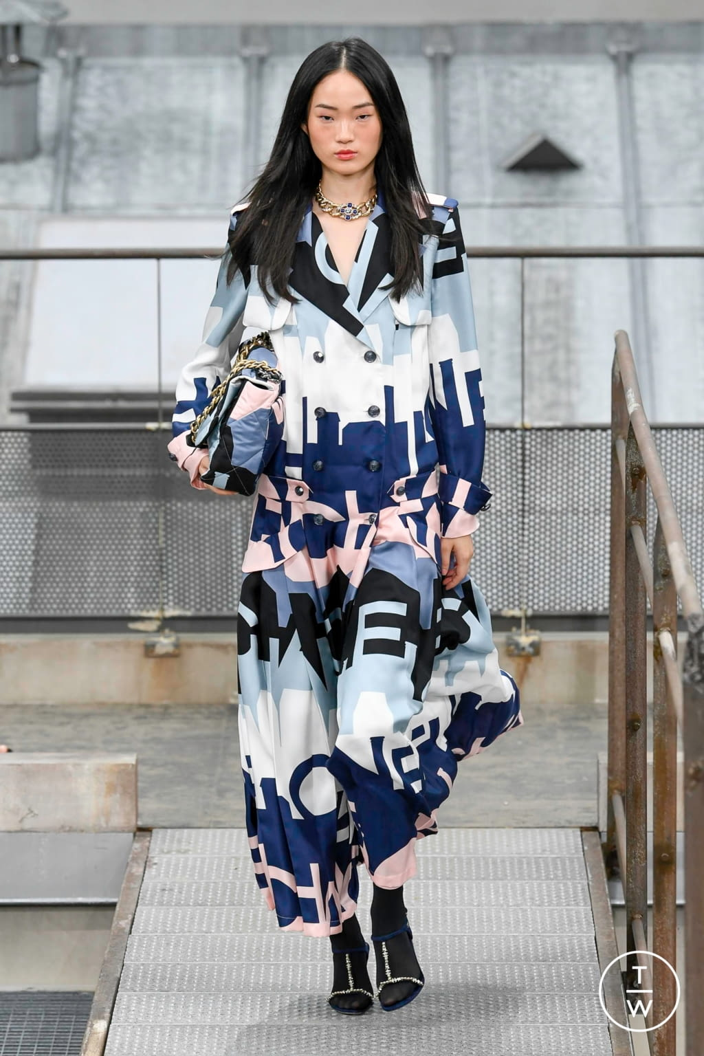 Fashion Week Paris Spring/Summer 2020 look 56 from the Chanel collection womenswear