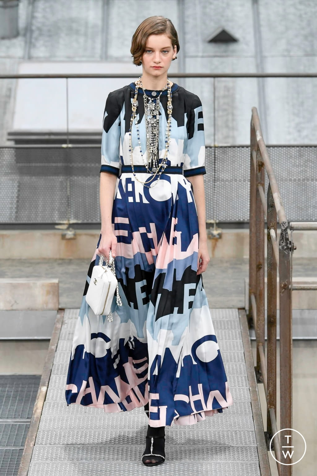 Fashion Week Paris Spring/Summer 2020 look 57 from the Chanel collection womenswear