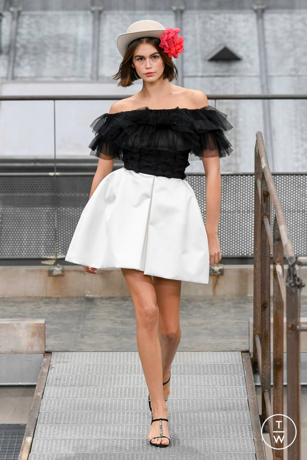 Fashion Week Paris Spring/Summer 2020 look 74 from the Chanel collection womenswear