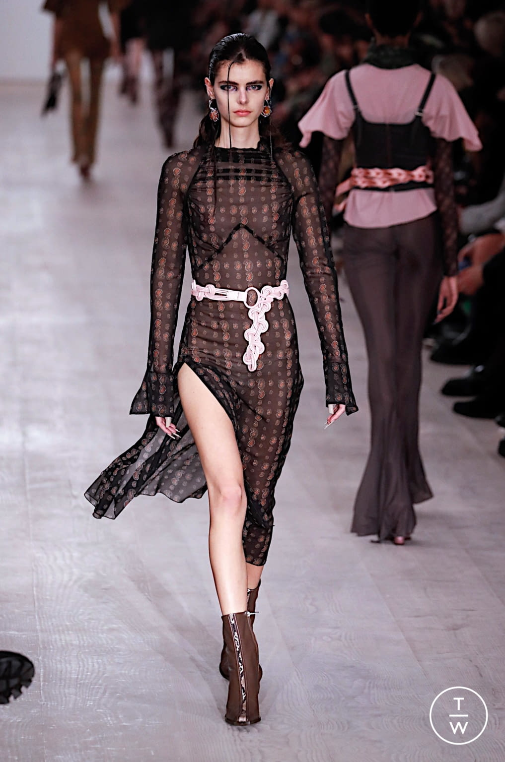 Fashion Week London Fall/Winter 2020 look 7 from the Charlotte Knowles collection 女装