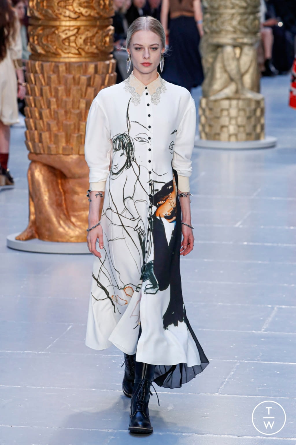 Fashion Week Paris Fall/Winter 2020 look 11 from the Chloé collection womenswear