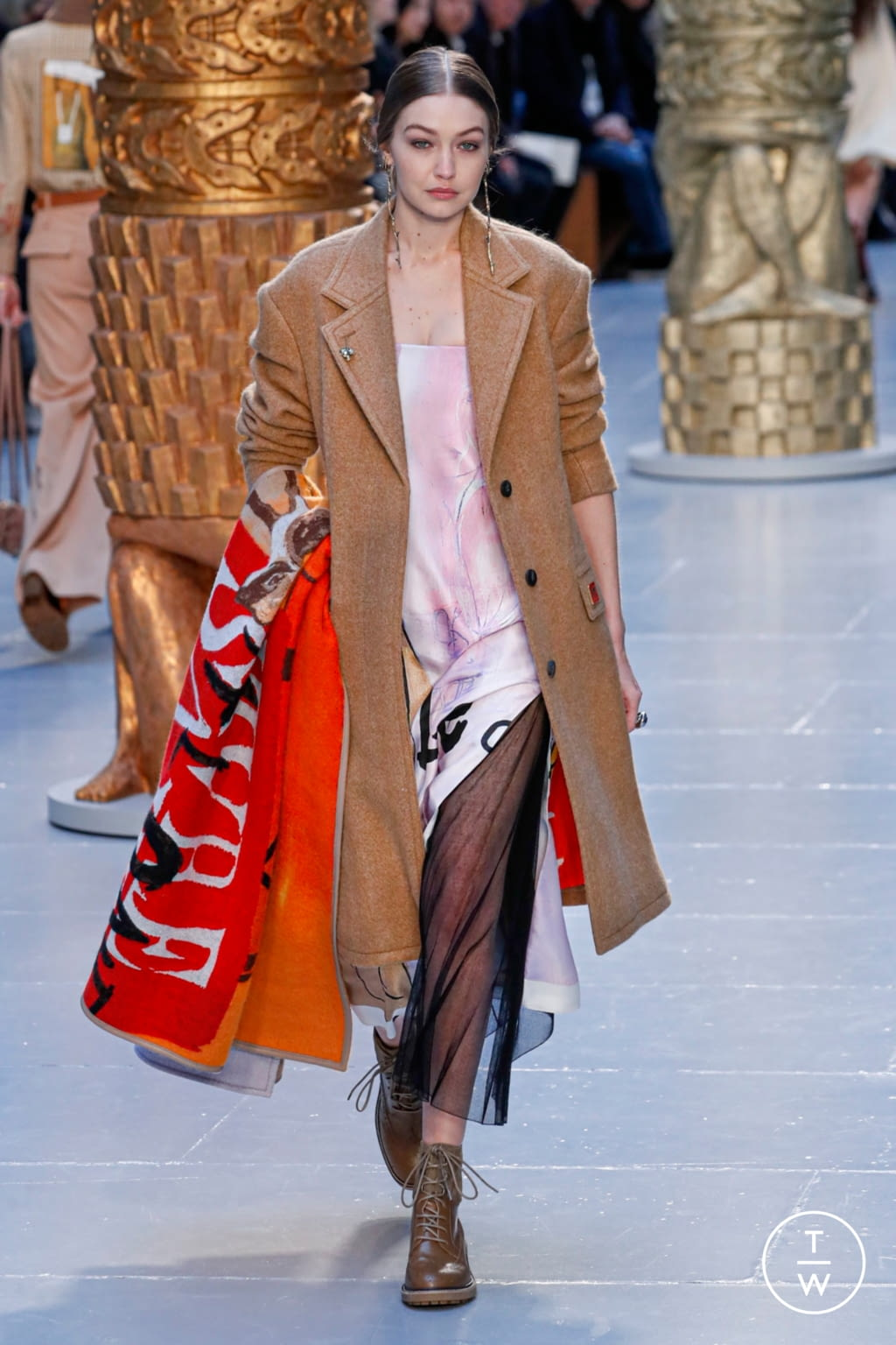 Fashion Week Paris Fall/Winter 2020 look 12 from the Chloé collection womenswear
