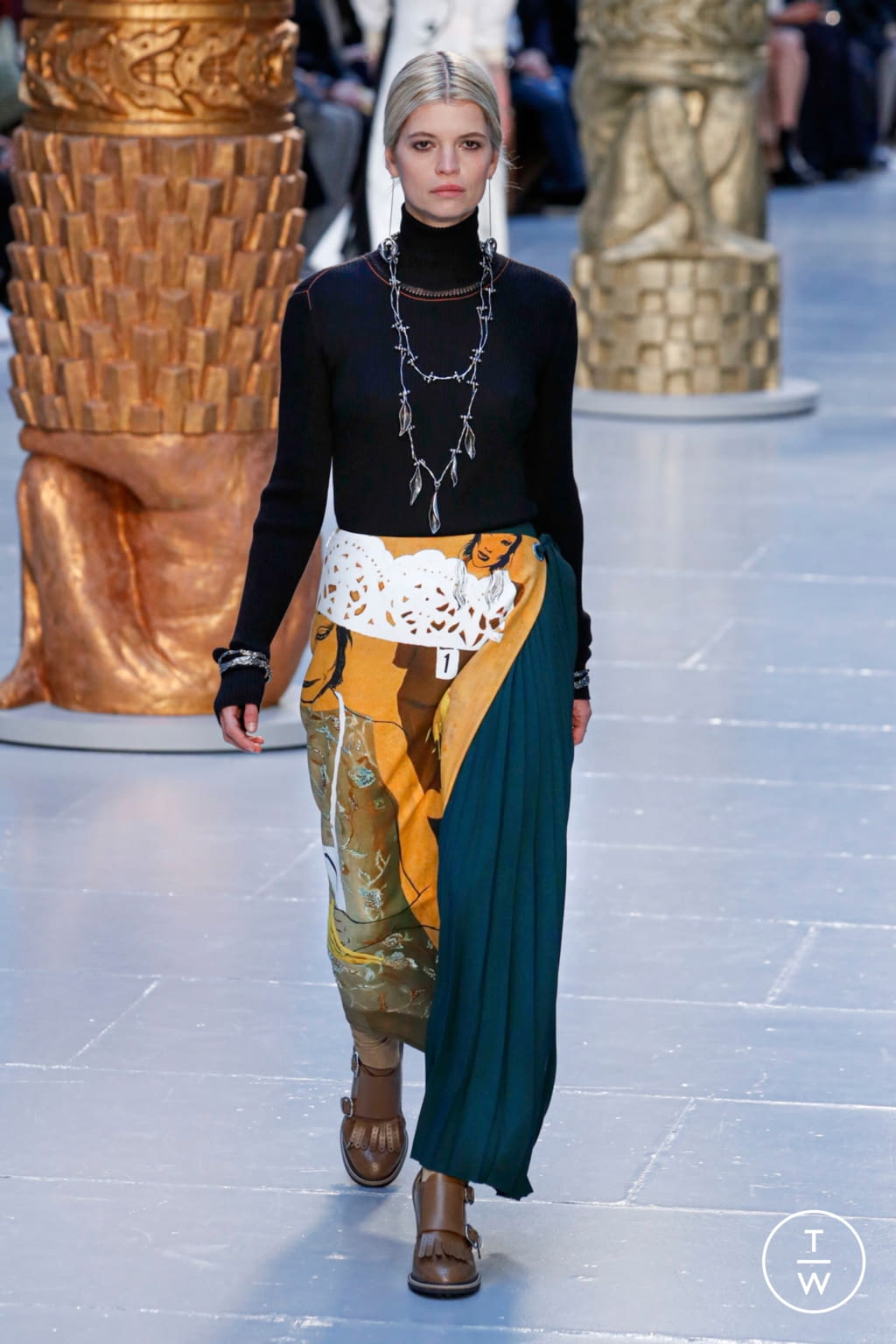 Fashion Week Paris Fall/Winter 2020 look 13 from the Chloé collection womenswear