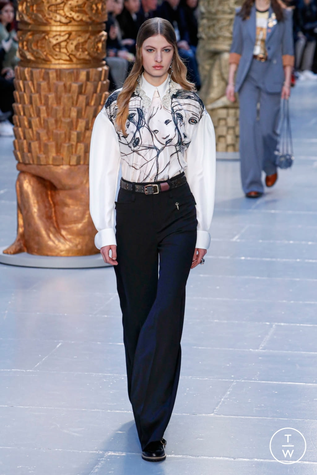 Fashion Week Paris Fall/Winter 2020 look 14 from the Chloé collection womenswear