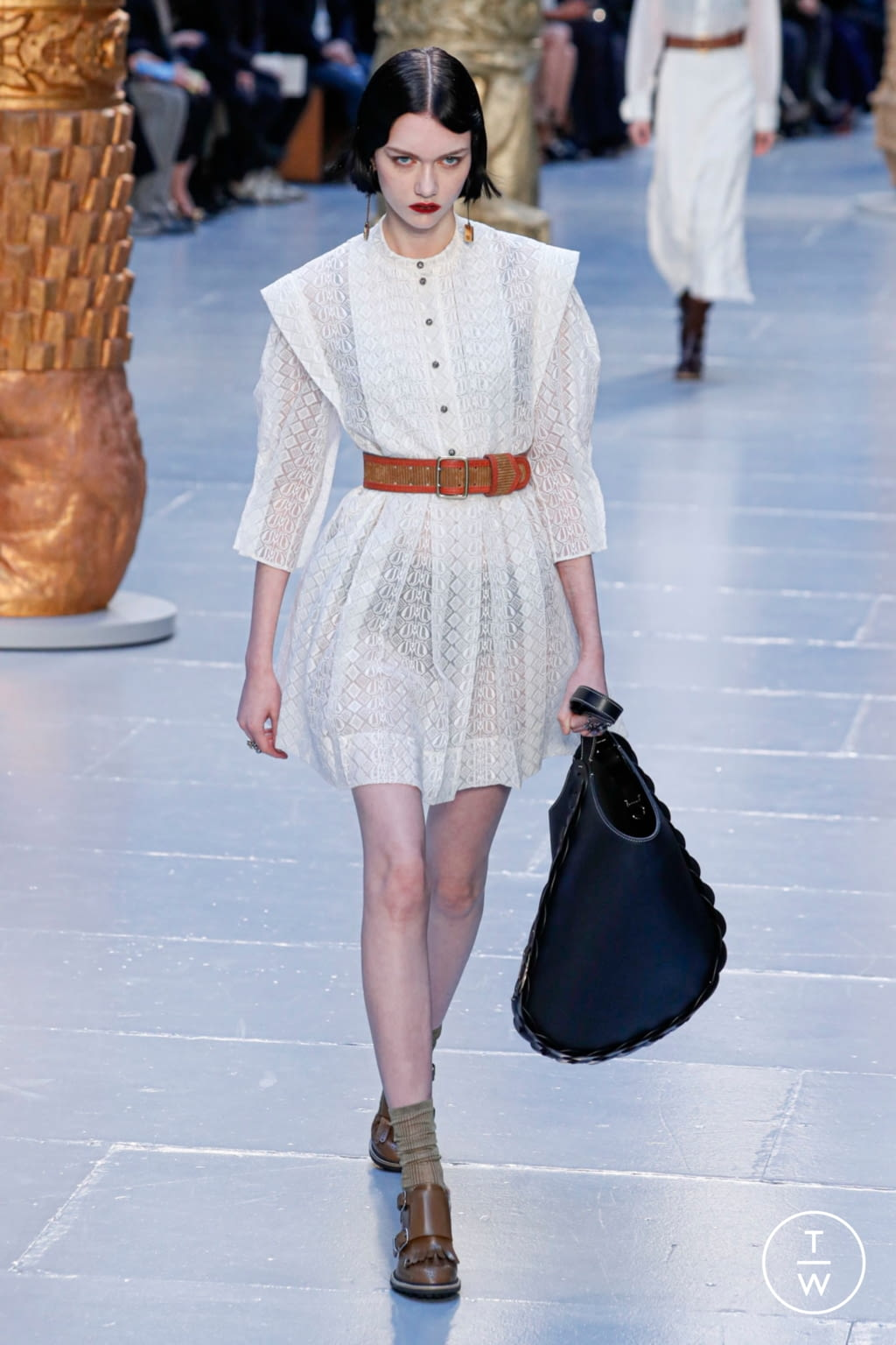 Fashion Week Paris Fall/Winter 2020 look 16 from the Chloé collection womenswear