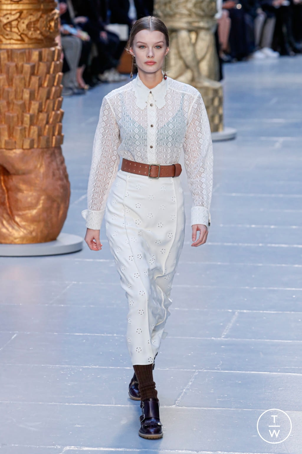 Fashion Week Paris Fall/Winter 2020 look 17 from the Chloé collection womenswear