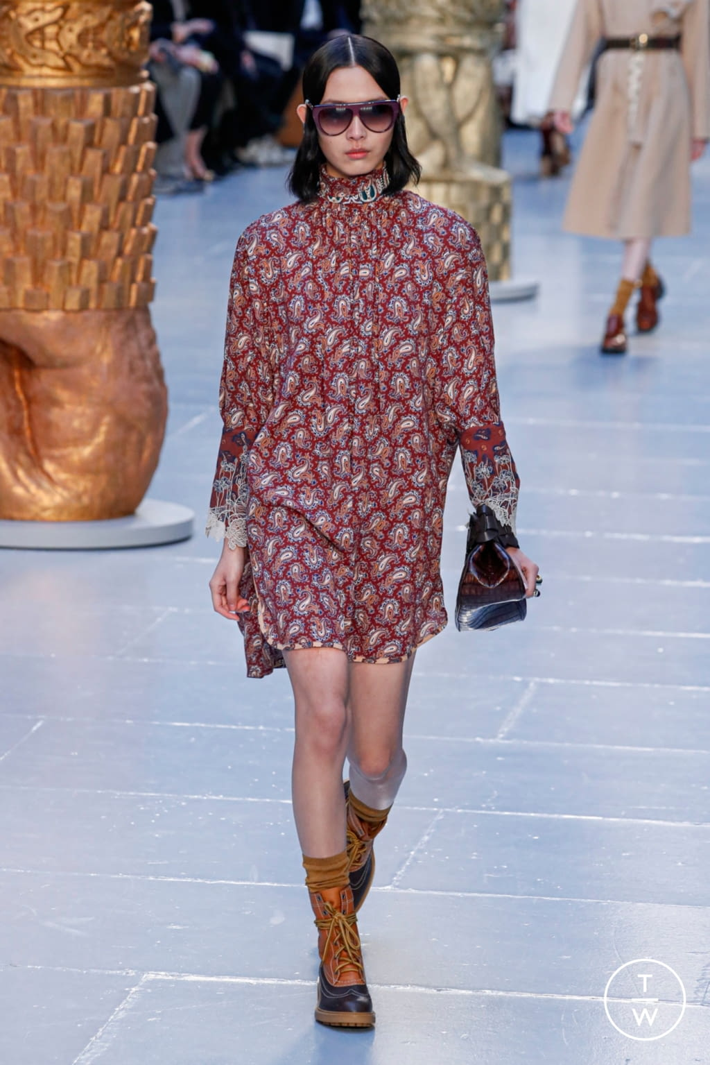 Fashion Week Paris Fall/Winter 2020 look 21 from the Chloé collection womenswear