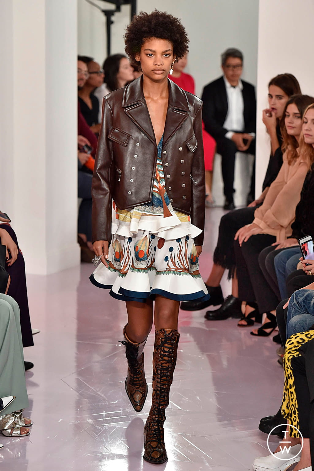 Fashion Week Paris Spring/Summer 2018 look 14 from the Chloé collection womenswear