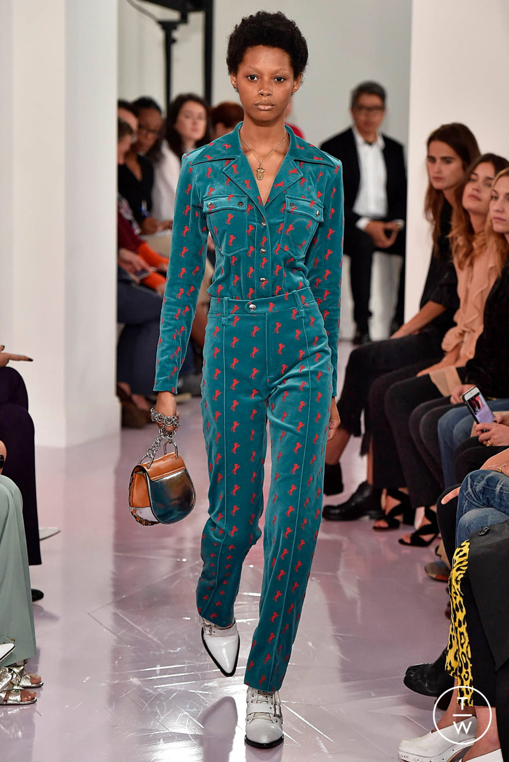 Fashion Week Paris Spring/Summer 2018 look 26 from the Chloé collection womenswear