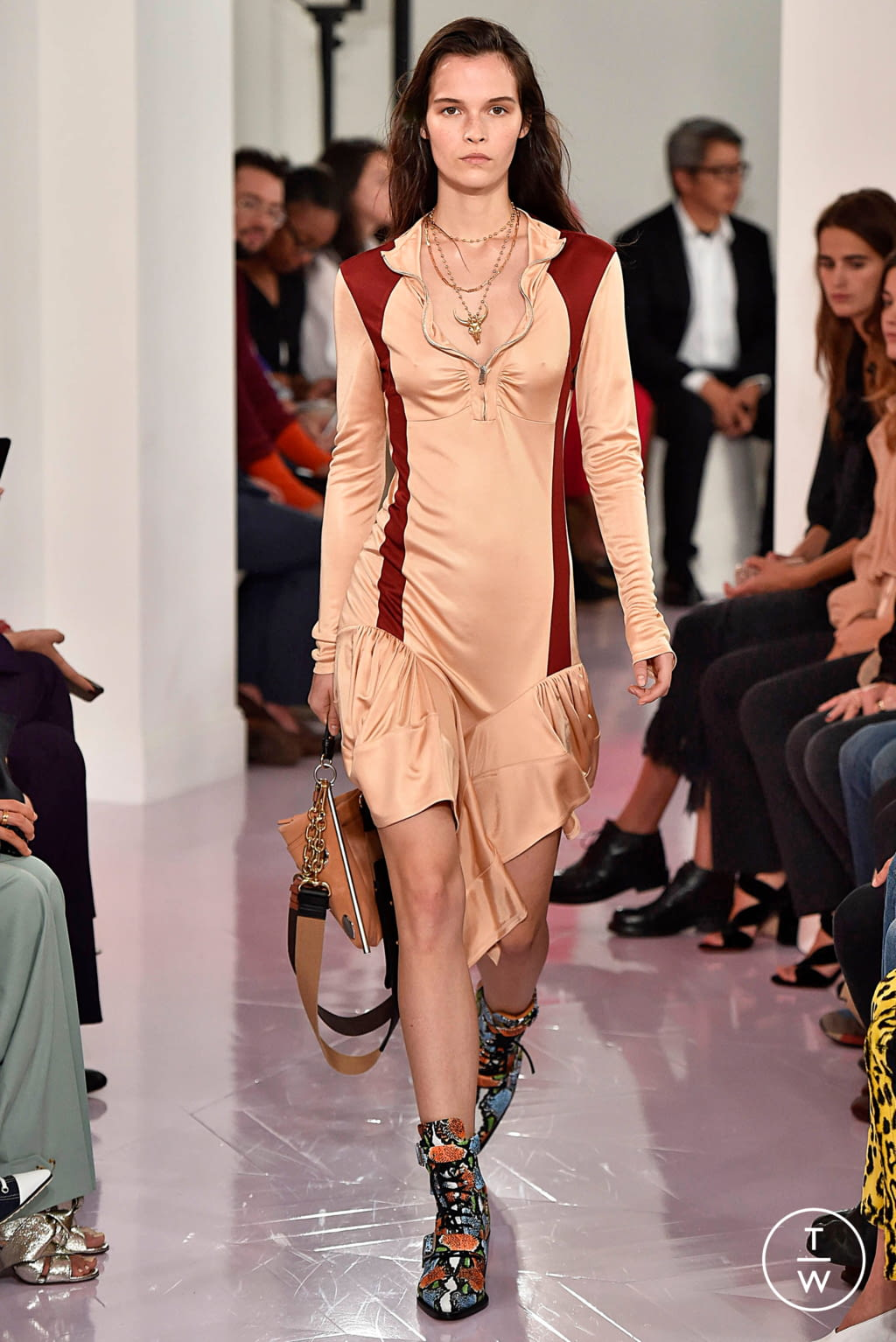 Fashion Week Paris Spring/Summer 2018 look 30 from the Chloé collection womenswear