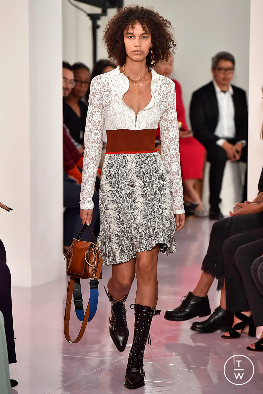 Fashion Week Paris Spring/Summer 2018 look 31 from the Chloé collection womenswear