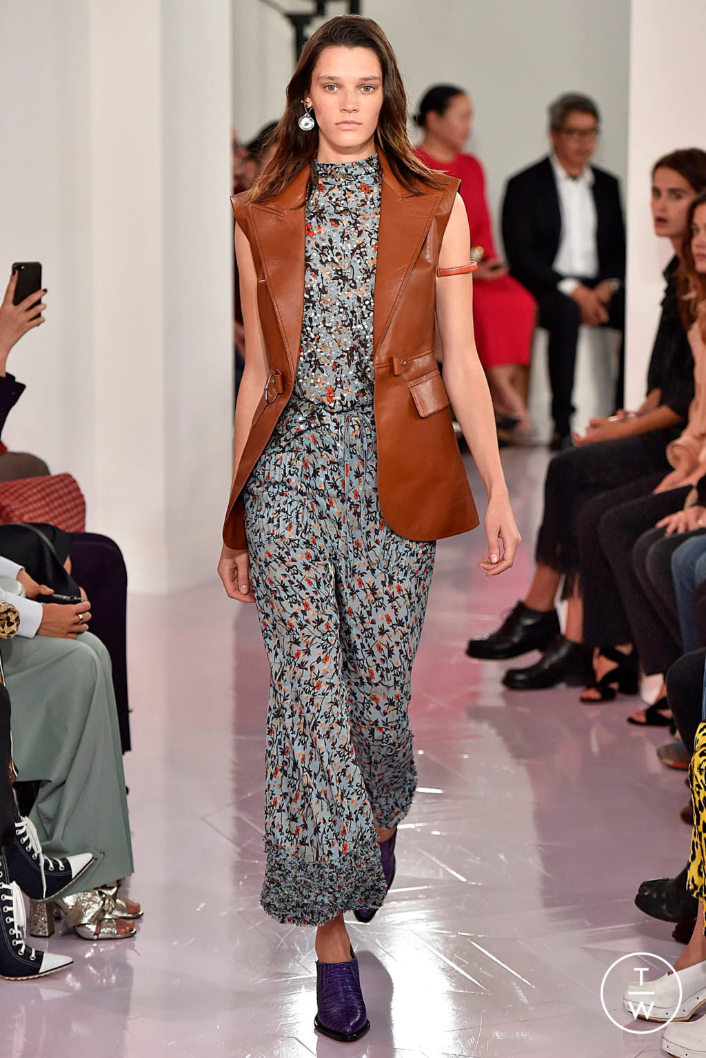 Fashion Week Paris Spring/Summer 2018 look 34 from the Chloé collection womenswear