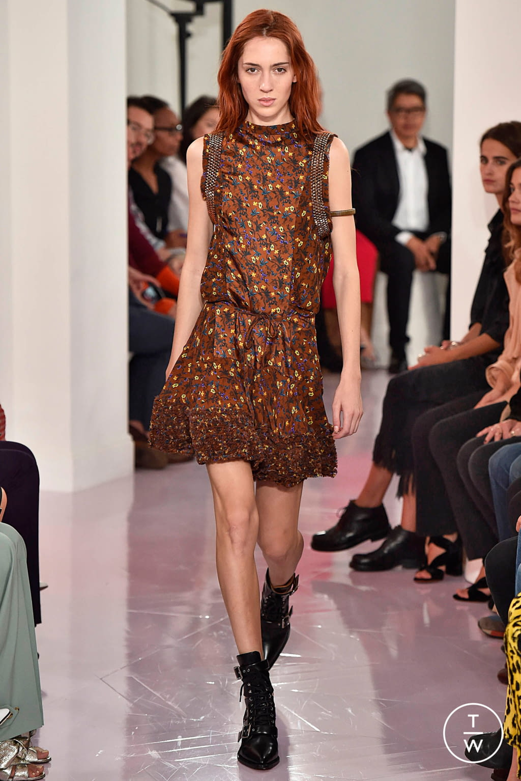 Fashion Week Paris Spring/Summer 2018 look 35 from the Chloé collection womenswear