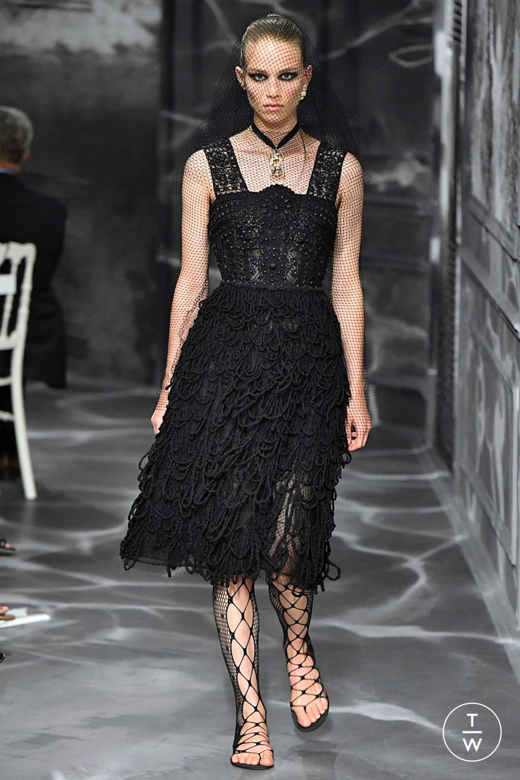 Fashion Week Paris Fall/Winter 2019 look 4 from the Christian Dior collection couture