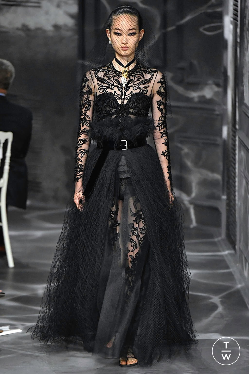 Fashion Week Paris Fall/Winter 2019 look 6 from the Christian Dior collection couture