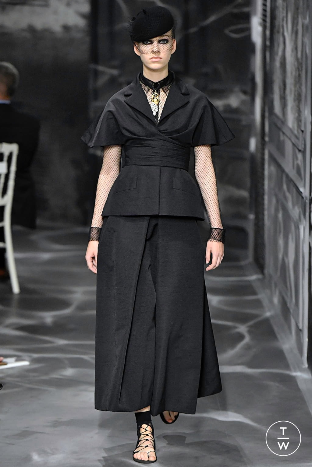 Fashion Week Paris Fall/Winter 2019 look 17 from the Christian Dior collection couture