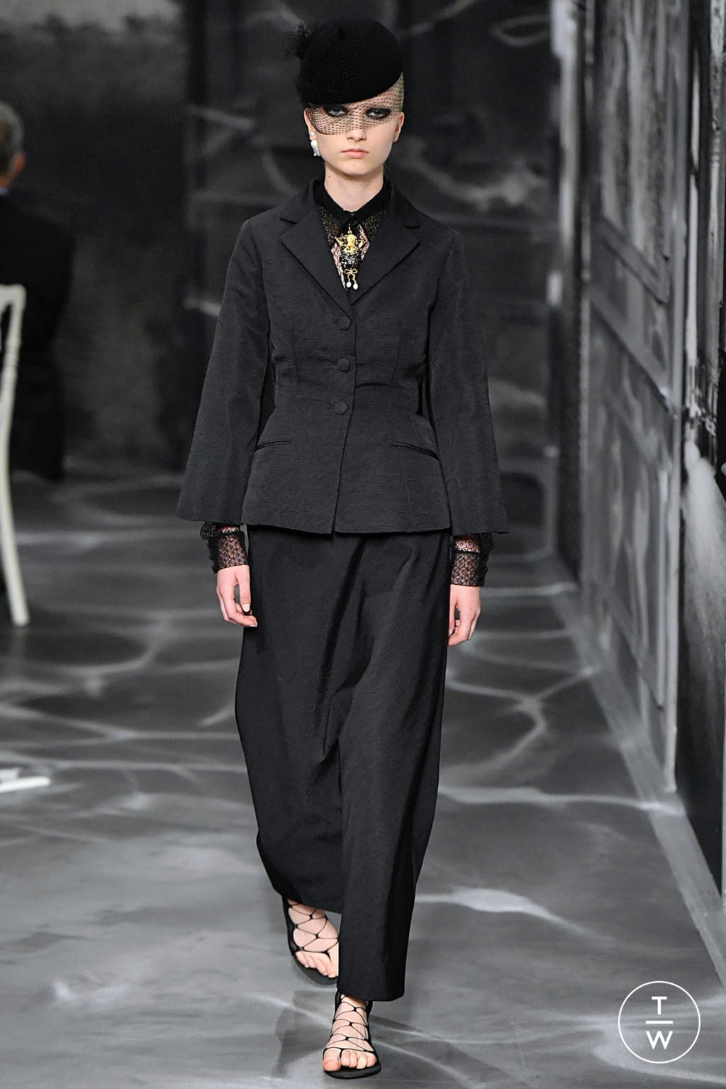Fashion Week Paris Fall/Winter 2019 look 18 from the Christian Dior collection couture