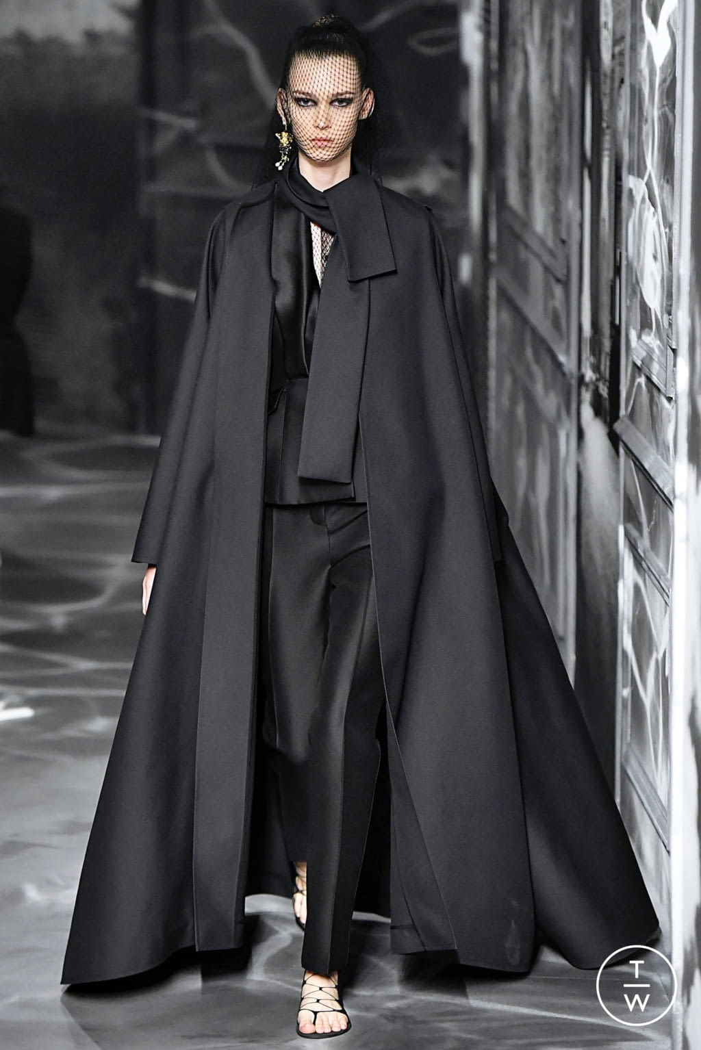 Fashion Week Paris Fall/Winter 2019 look 49 from the Christian Dior collection couture