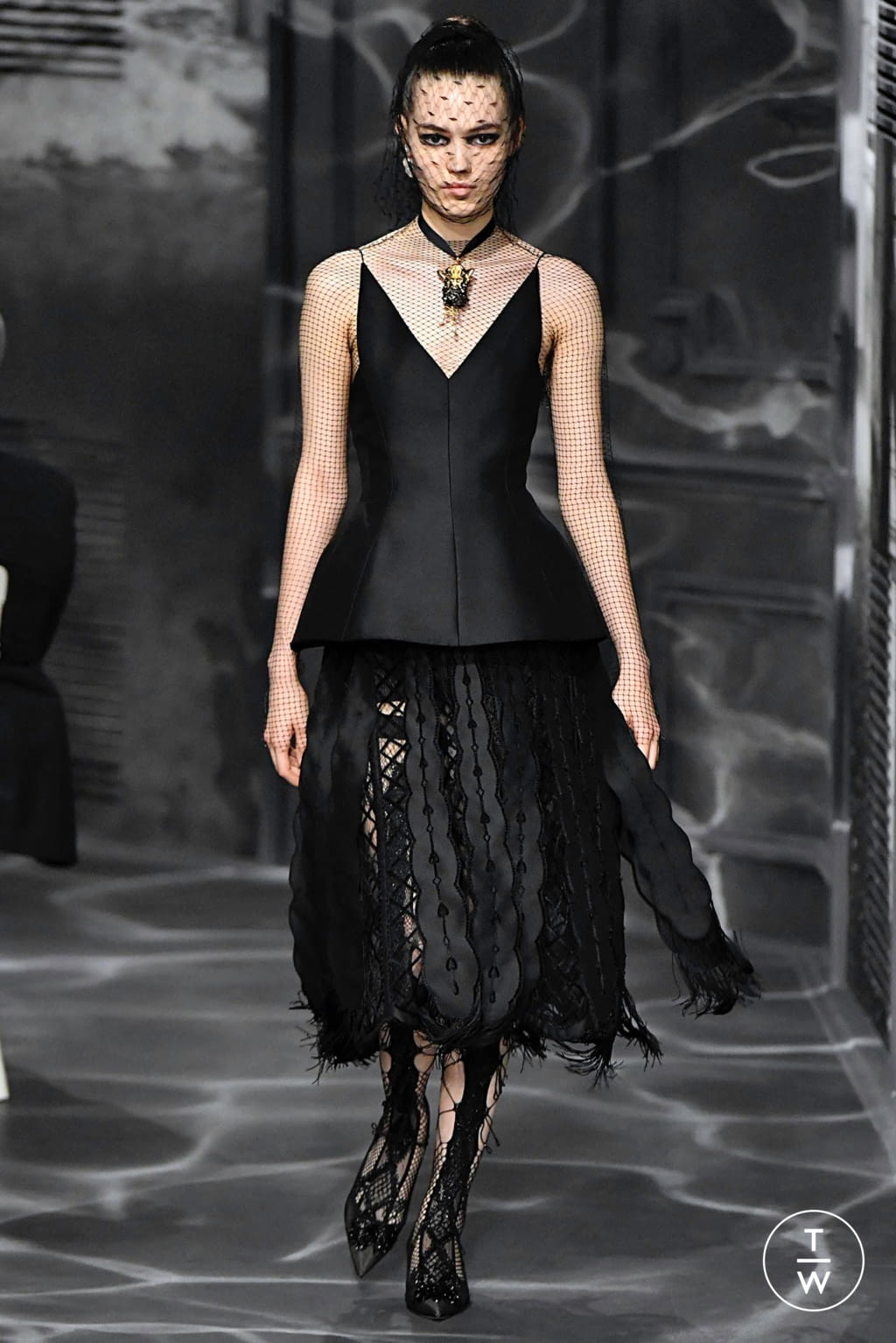 Fashion Week Paris Fall/Winter 2019 look 50 from the Christian Dior collection couture