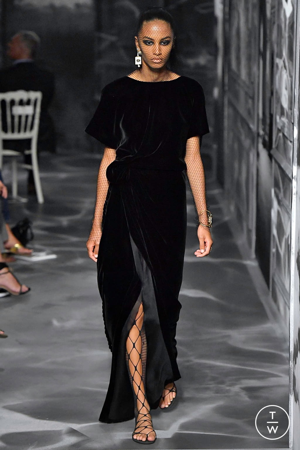 Fashion Week Paris Fall/Winter 2019 look 63 from the Christian Dior collection couture