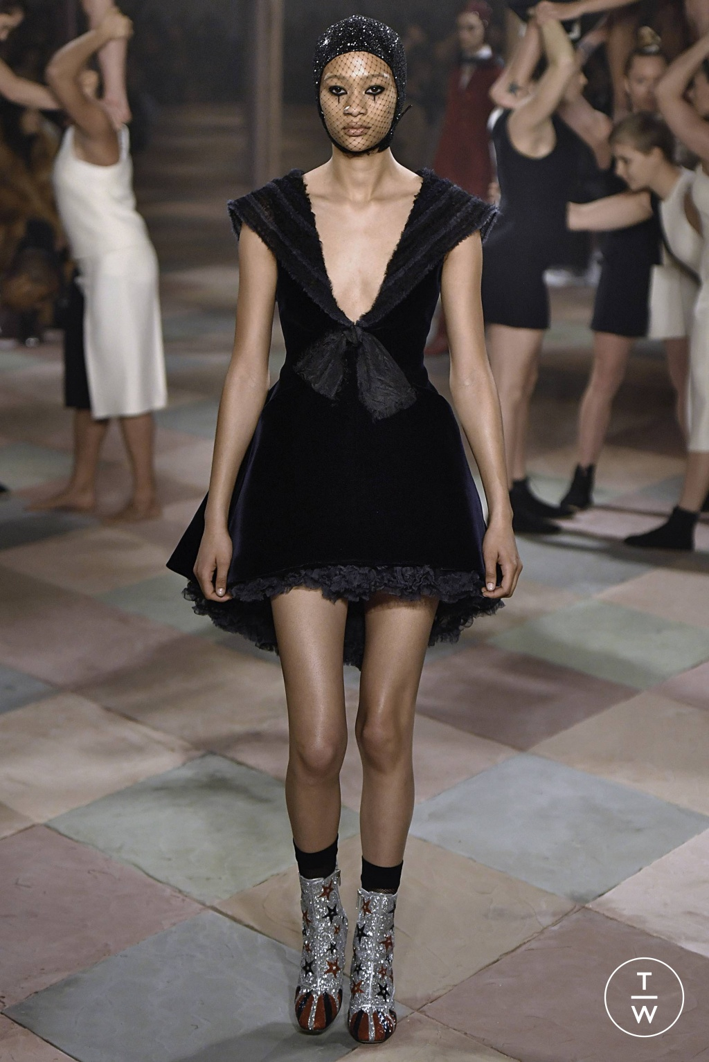 Fashion Week Paris Spring/Summer 2019 look 1 from the Christian Dior collection couture