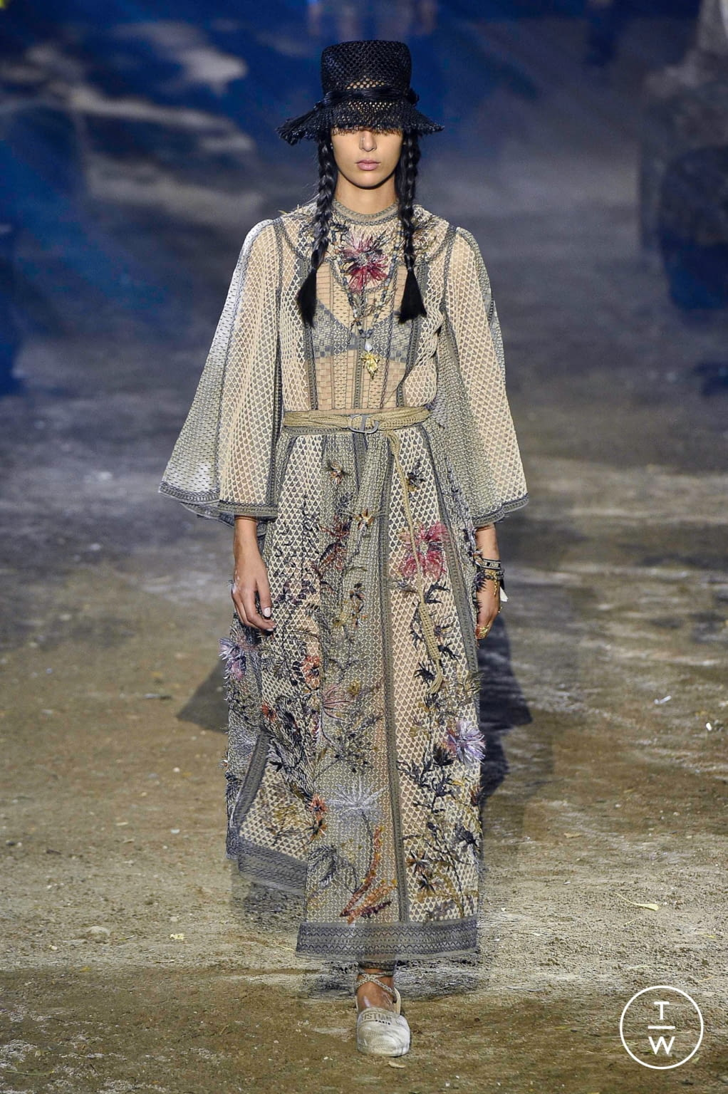 Fashion Week Paris Spring/Summer 2020 look 11 from the Christian Dior collection womenswear
