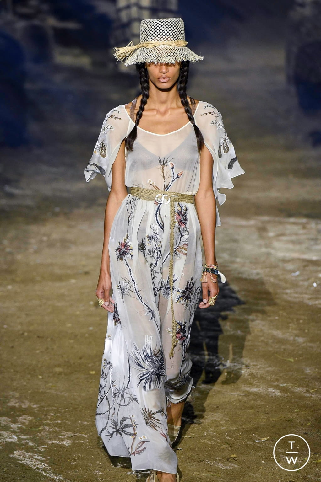 Fashion Week Paris Spring/Summer 2020 look 19 from the Christian Dior collection womenswear