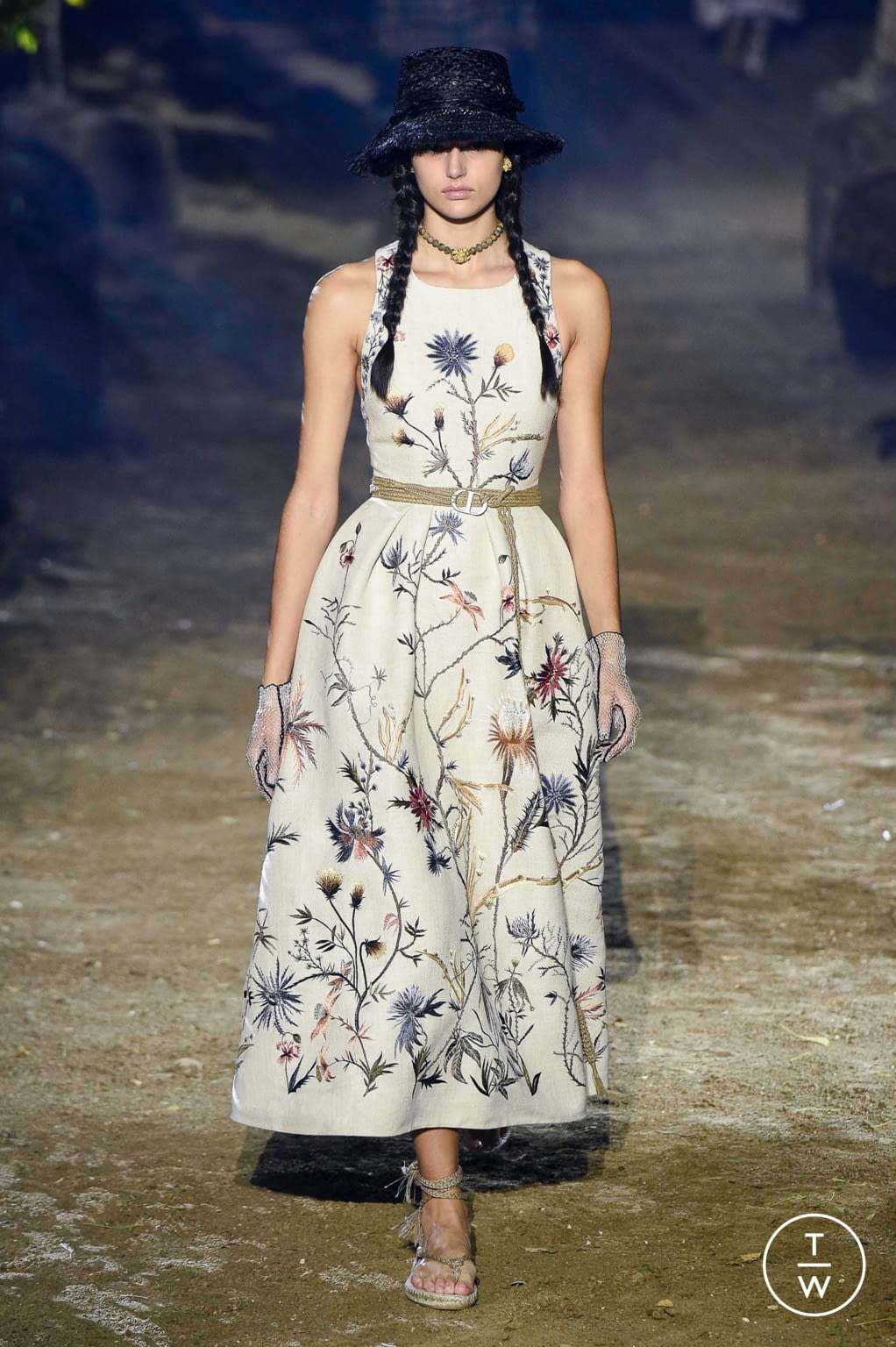 Fashion Week Paris Spring/Summer 2020 look 23 from the Christian Dior collection womenswear