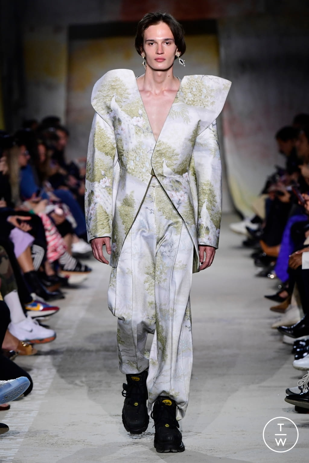 Fashion Week Paris Fall/Winter 2019 look 2 from the Christoph Rumpf collection menswear
