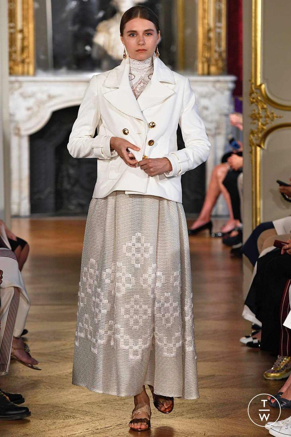 Fashion Week Paris Fall/Winter 2019 look 2 from the Christophe Josse collection couture